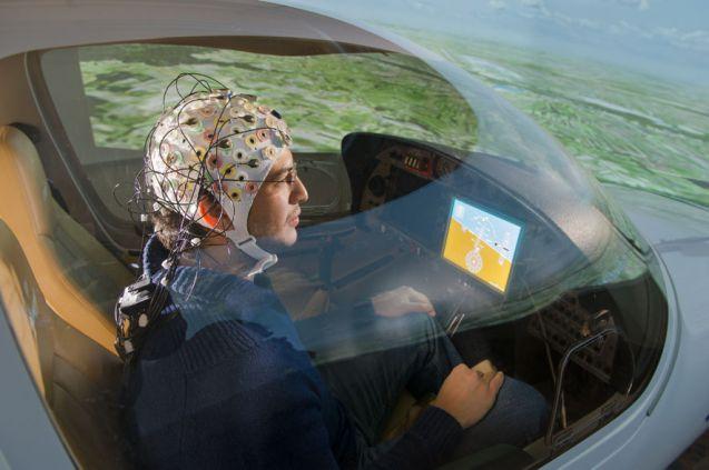 Zukunftsvision oder schon mehr? Ein Flugzeug kann auch mit der Kraft von Gedanken gesteuert werden. Foto: TU München