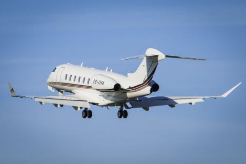 Die Challenger 350-Jets von NetJets bieten Platz für bis zu zehn Passagiere und verfügen über eine Club-Konfiguration sowie ein Liegesofa für drei Personen. Bild: NetJets / Bombardier