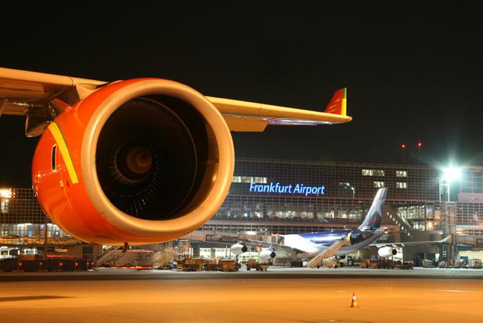 Am Flughafen Frankfurt besteht seit 2011 ein starres Nachtflugverbot zwischen 23 und 5 Uhr. Doch im Rahmen der anstehenden hessischen Koalitionsverhandlungen zwischen der Union und den Grünen soll dessen Ausweitung diskutiert werden. Bild: Fraport