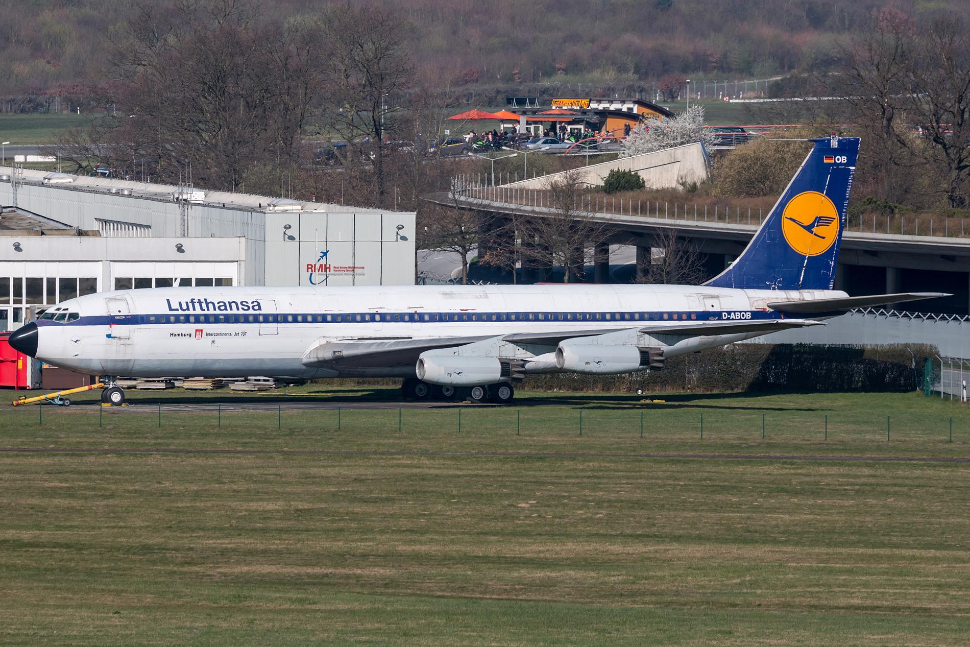 Die in Hamburg ausgestellte Boeing 707 D-ABOD aus den 1960er Jahren wird verwertet, Teile können ersteigert werden. Foto: Dirk Grothe
